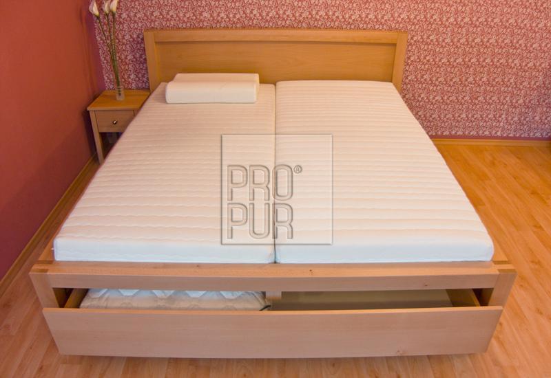 Dřevěné postele