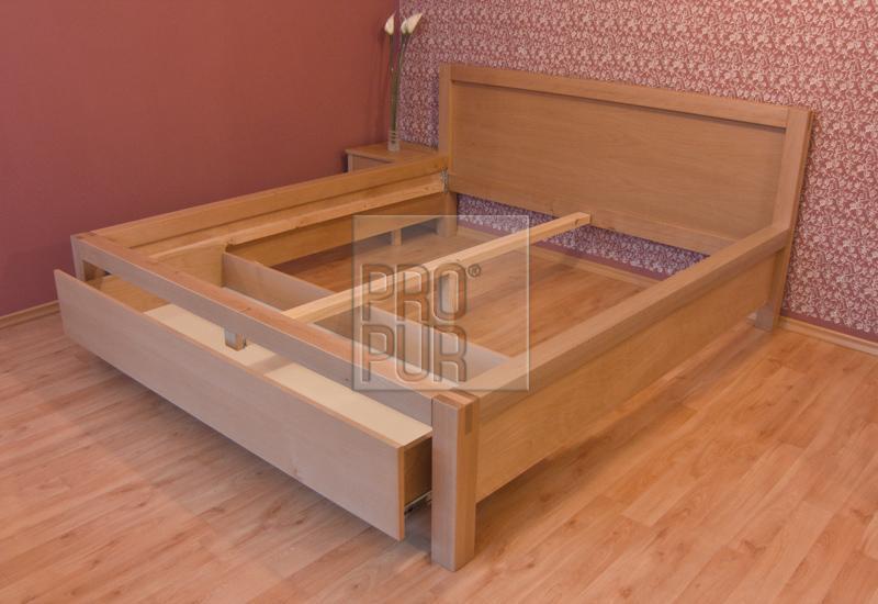 Dřevěné manželské postele